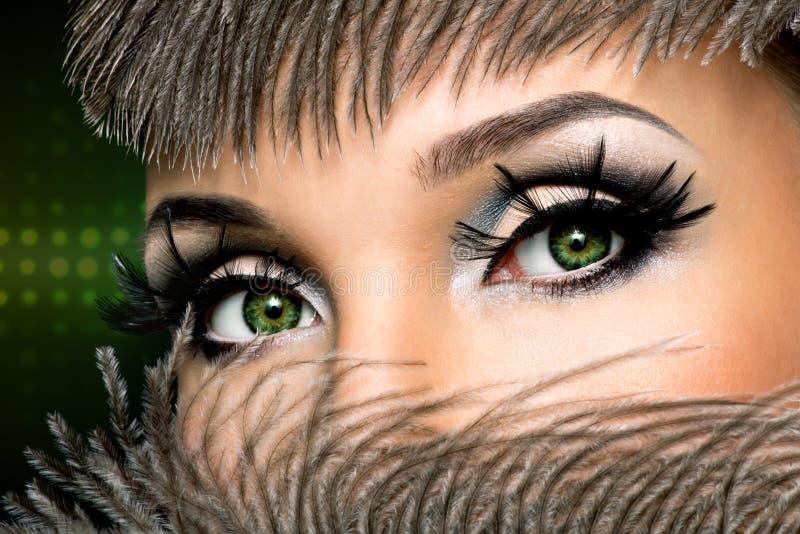 Os olhos da mulher com composição da forma imagens de stock