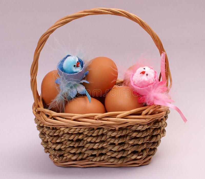 Os ovos de Easter e chiken fotos de stock