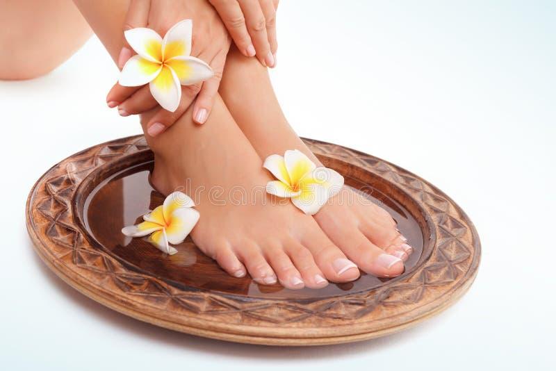 Os pés das mulheres bonitas imagem de stock royalty free
