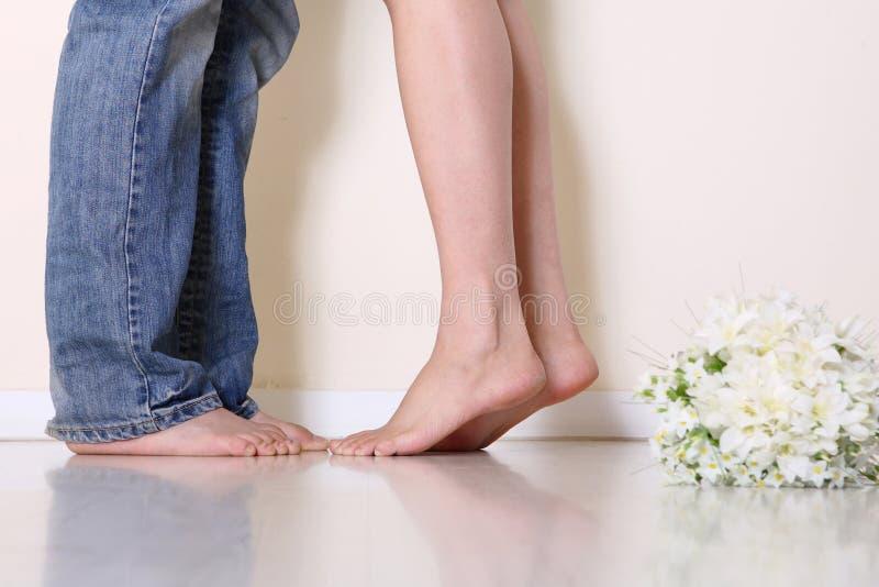 Os pés do par imagem de stock