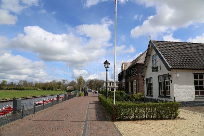 Os PAÍSES BAIXOS - 13 de abril: Molhe a vila em Giethoorn, os Países Baixos o 13 de abril de 2017 imagem de stock