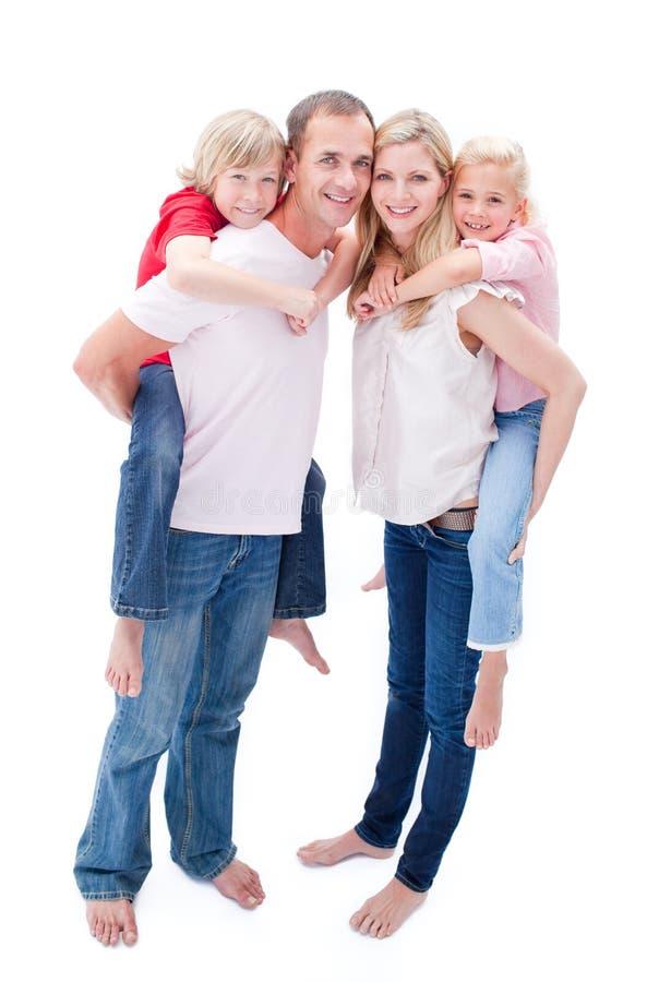 Download Os Pais Que Dão Suas Crianças Andam às Cavalitas O Passeio Foto de Stock - Imagem de infância, criança: 12813568