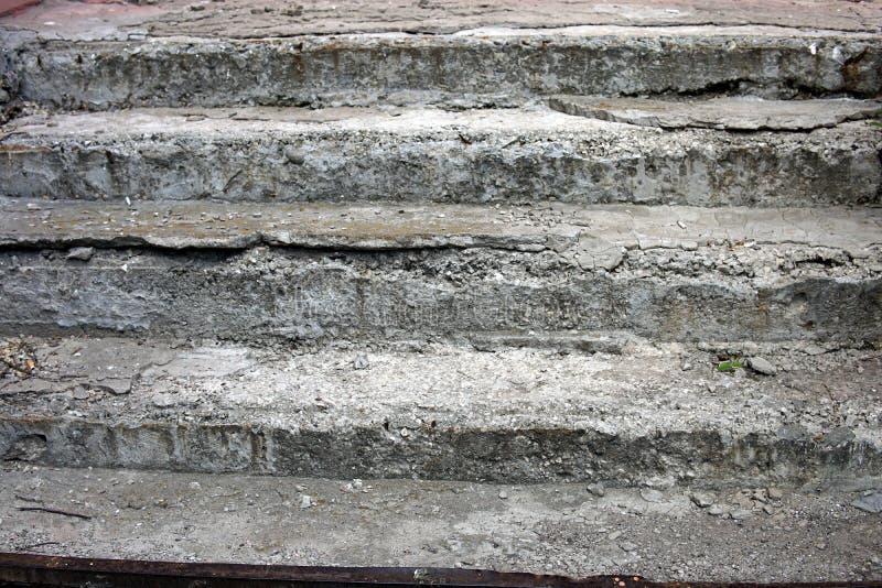 Os passos concretos quebrados foto de stock royalty free