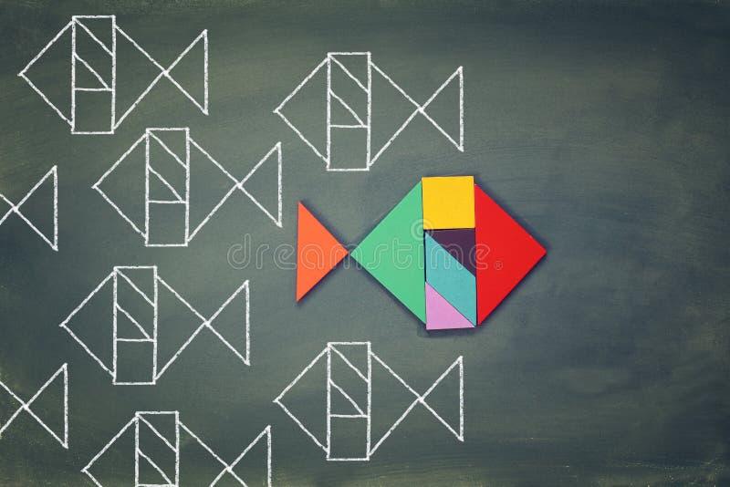 Os peixes diferentes originais feitos do enigma do tangram dão forma foto de stock