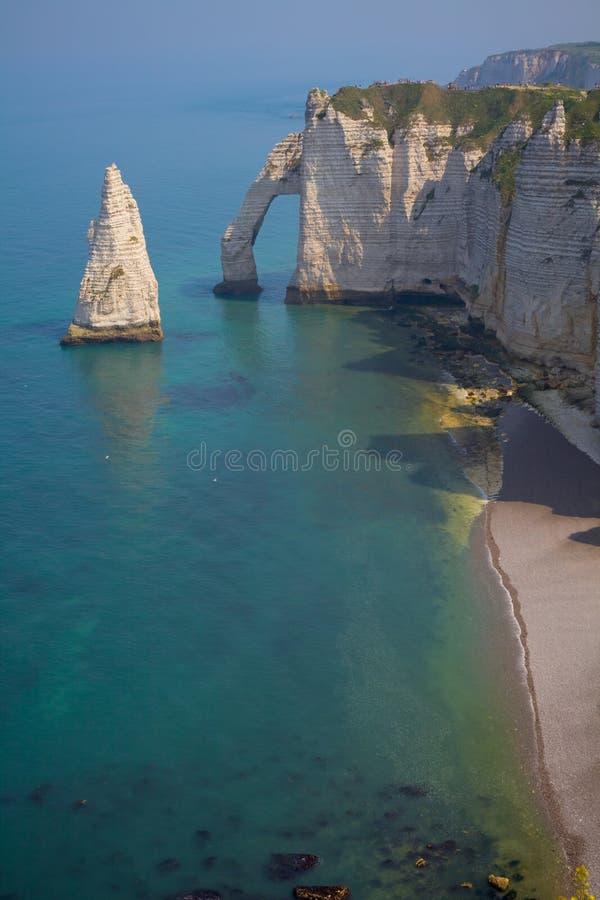 Os penhascos aproximam Etretat, France, Normandy fotos de stock royalty free