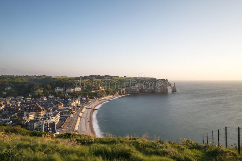 Os penhascos impressionantes de Etretat em Normandy, França foto de stock royalty free