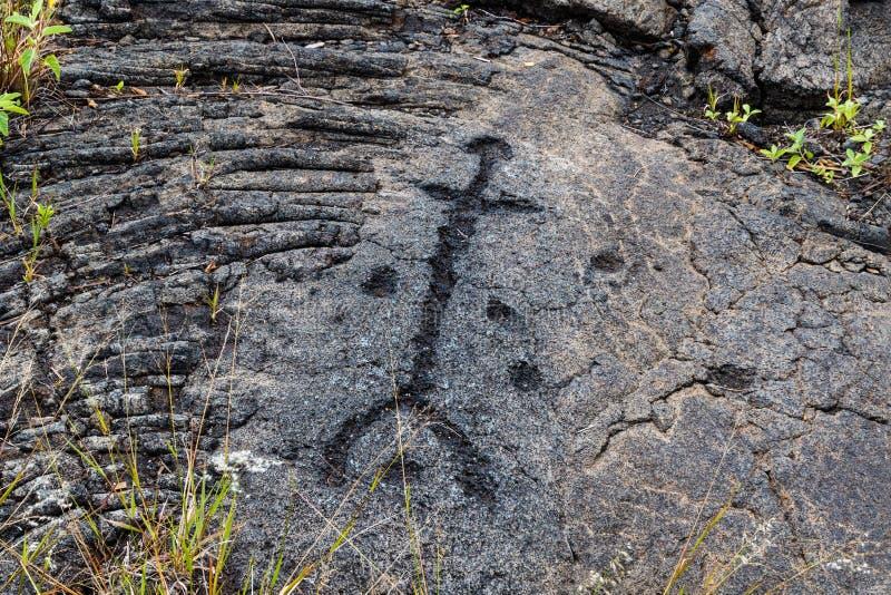 Os Petroglyphs na lava balançam no uloa do ` do plutônio ao longo da corrente da estrada das crateras, no parque nacional do vulc fotografia de stock royalty free