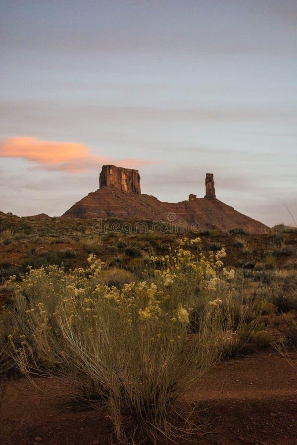 Os pináculos calmos da rocha na catedral balançam a área de Moab foto de stock royalty free