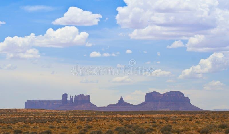 Os pináculos e os montículos do vale do monumento fotos de stock