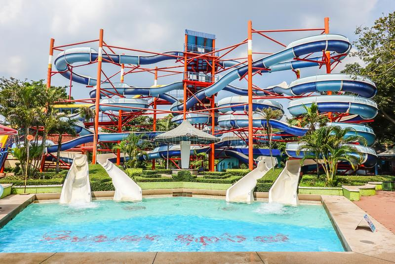 Os povos apreciam no parque da água no divertimento do parque de Sião em Banguecoque, Tailândia fotos de stock royalty free