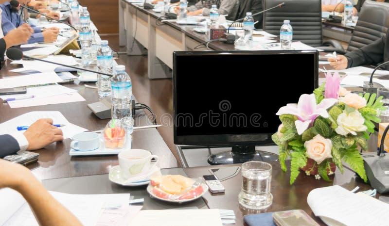 Os povos assistem a reuniões de negócios na sala de conferências fotos de stock