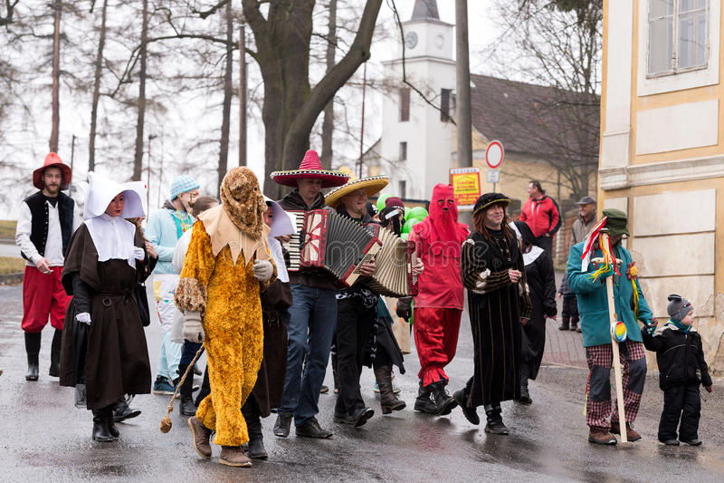 Os povos atendem ao carnaval de Masopust imagens de stock royalty free