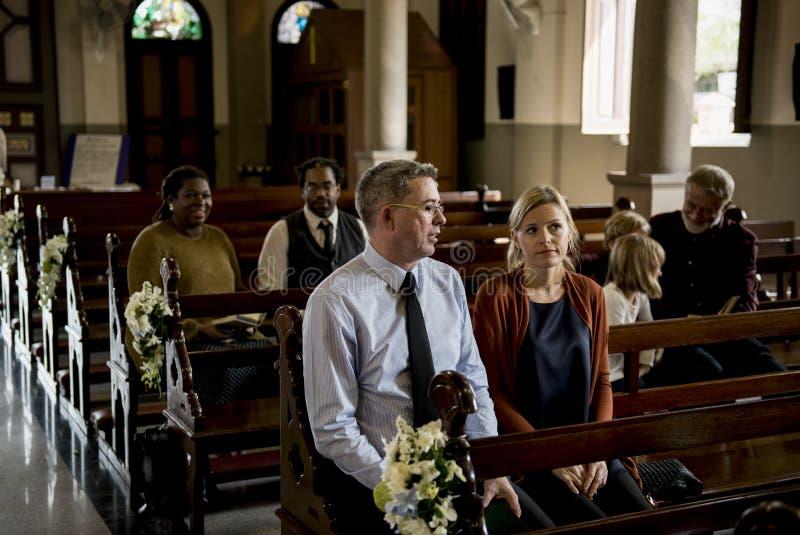 Os povos da igreja acreditam a fé religiosa fotografia de stock royalty free