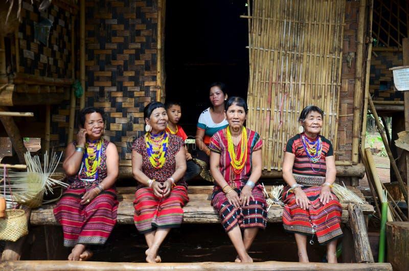 Os povos da minoria de Laos vestem o traje étnico para a mostra e tomam a foto foto de stock royalty free