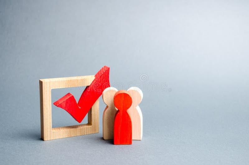 Os povos estão perto da caixa de seleção para votar nas eleições Interesses, corrupção da eleição, corrupção do eleitor, e equipa imagem de stock royalty free
