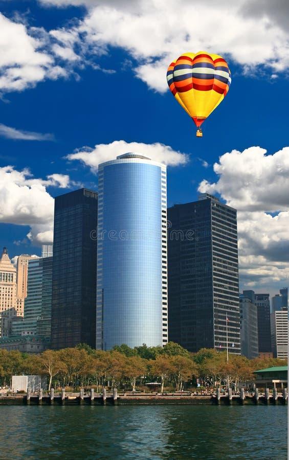 Os prédios de escritórios do arranha-céus fotografia de stock royalty free