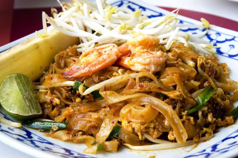 Os pratos nacionais de Tailândia, macarronetes de arroz salteado. imagens de stock royalty free