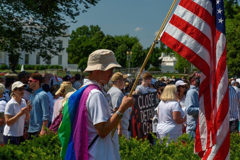 Os Protestors nas famílias pertencem junto reunião fotos de stock