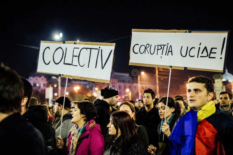 Os protestos em Romênia continuam depois que o PM renuncia fotos de stock royalty free