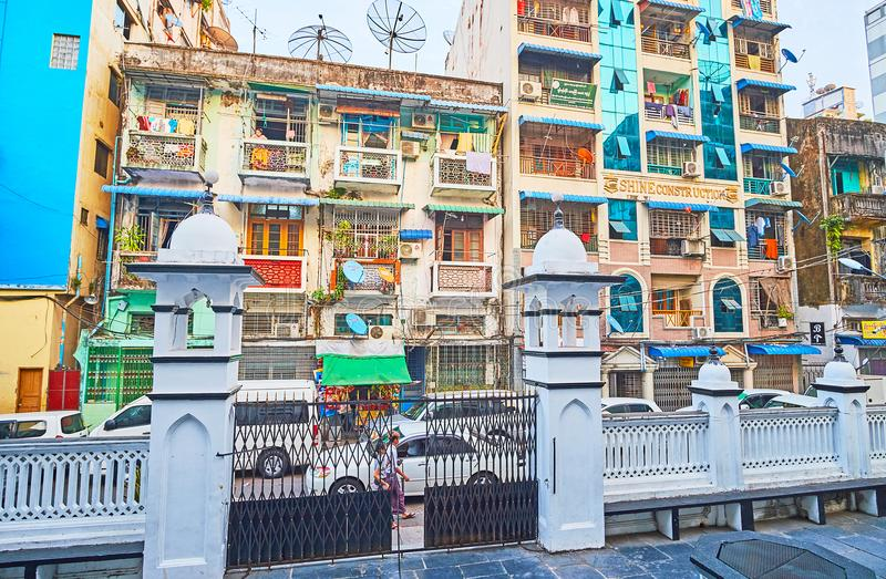 Os quartos residenciais da baixa, Yangon, Myanmar fotografia de stock