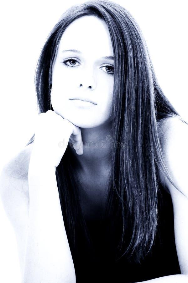 Os quatorze anos de idade bonitos em tons azuis imagens de stock