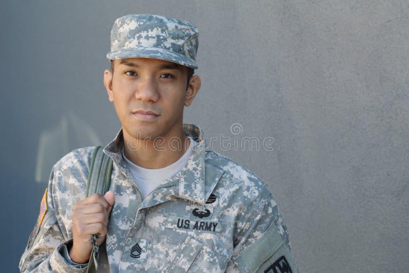 Os rasgos dos homens U marinho S Exército na amargura O desejando do soldado Amor do país Tristeza para as vítimas fotos de stock