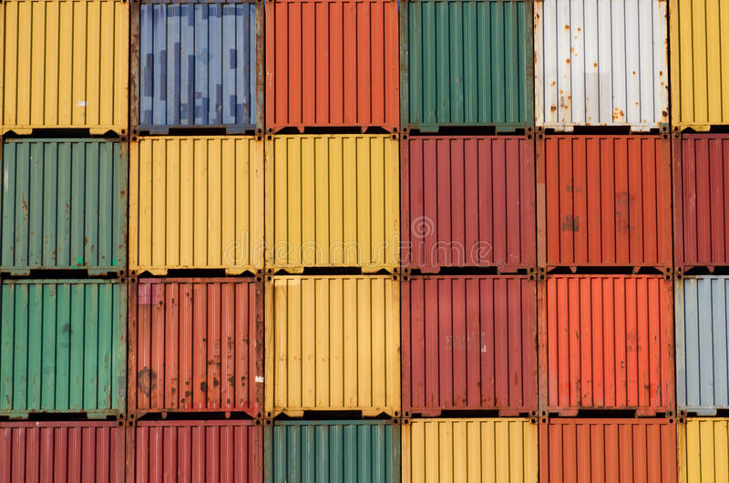 Os recipientes de carga coloridos do navio empilharam acima. fotos de stock
