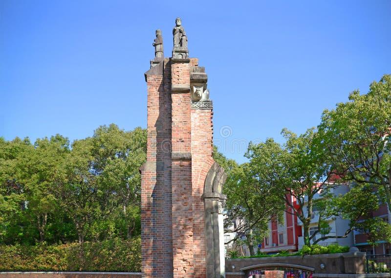 Os restos da catedral do urakami de Nagasaki ao lado do hipocentro da bomba atômica na paz de Nagasaki estacionam, Japão fotos de stock