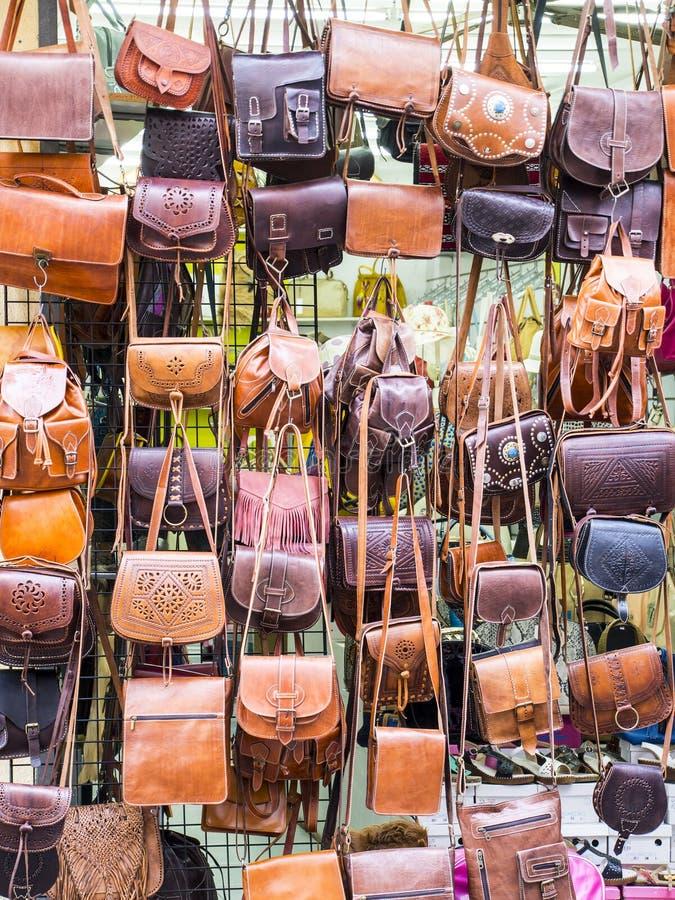 Os sacos das mulheres compram na Espanha fotografia de stock