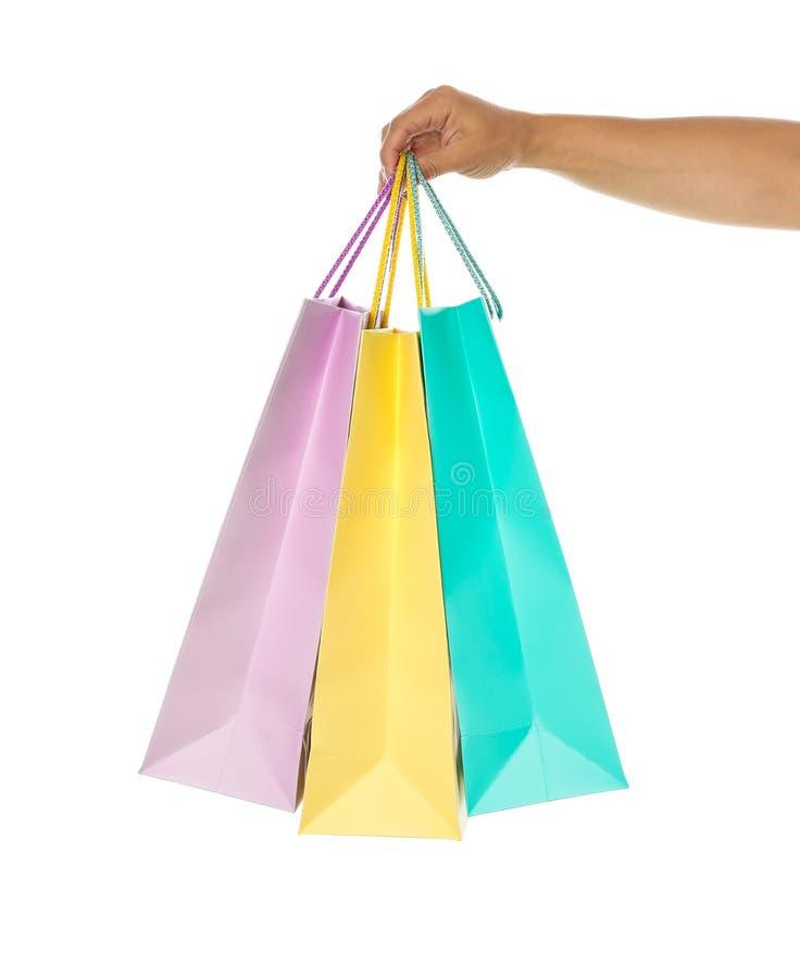Os sacos de papel fêmeas da cor da posse da mão isolaram-se imagens de stock