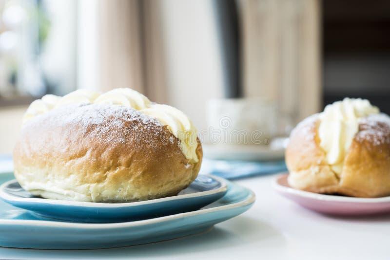 Os sanduíches desnatados holandeses chamaram o roombroodje ou o puddingbroodje fotografia de stock royalty free