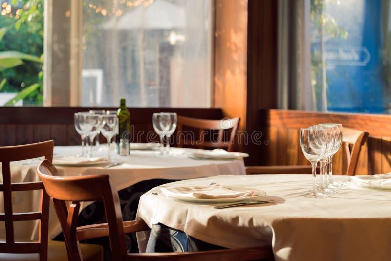 Os saques do restaurante para o almoço Fotos com bokeh bonito fotos de stock royalty free