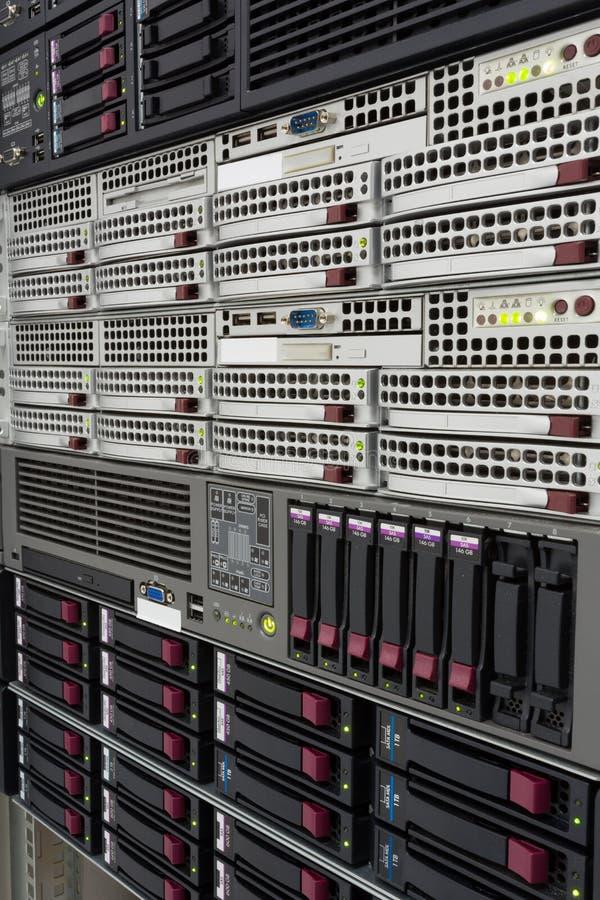 Os servidores empilham com discos rígidos em um datacenter foto de stock royalty free