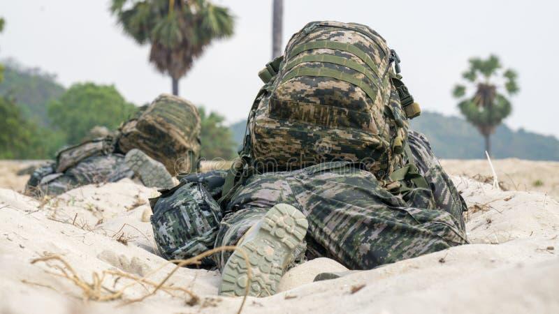 Os soldados de infantaria de Coreia do Sul esperam a ordem de ataque durante o exercício militar multinacional do ouro 2018 da co imagem de stock royalty free