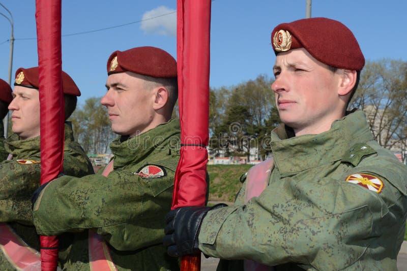 Os soldados de tropas internas do MIA de Rússia estão preparando-se para desfilar no quadrado vermelho foto de stock royalty free