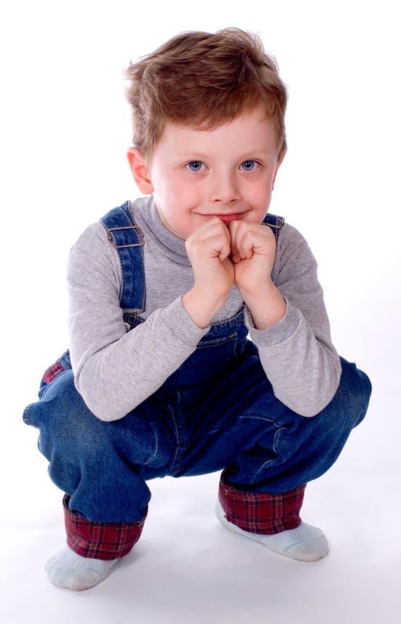 Os sorrisos do menino imagens de stock