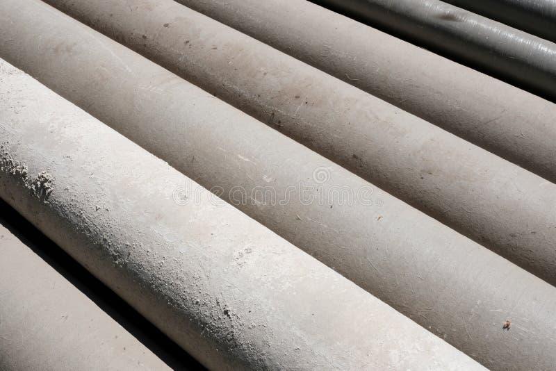 OS-Stahl des Rohrstapels heraus und schmutziges stockfotografie