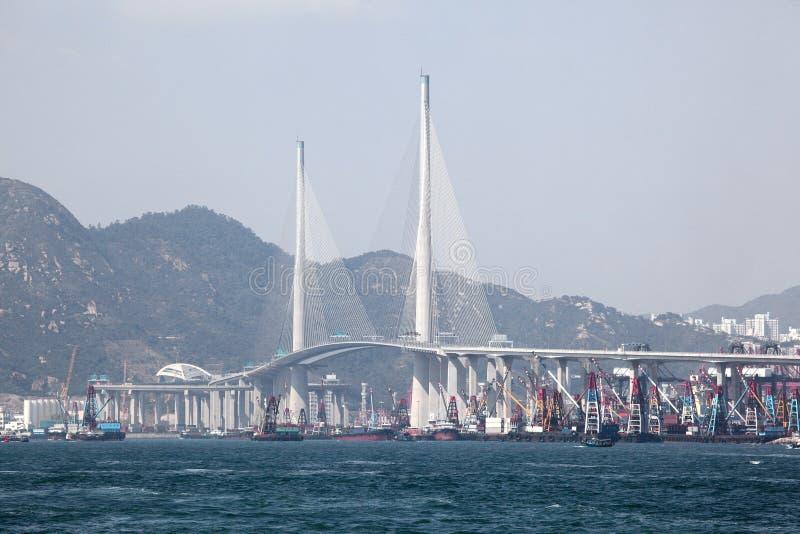 Os Stonecutters constroem uma ponte sobre em Hong Kong fotografia de stock royalty free