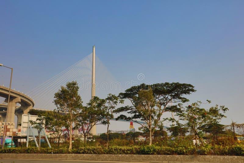 Os Stonecutters constroem uma ponte sobre em Hong Kong fotografia de stock