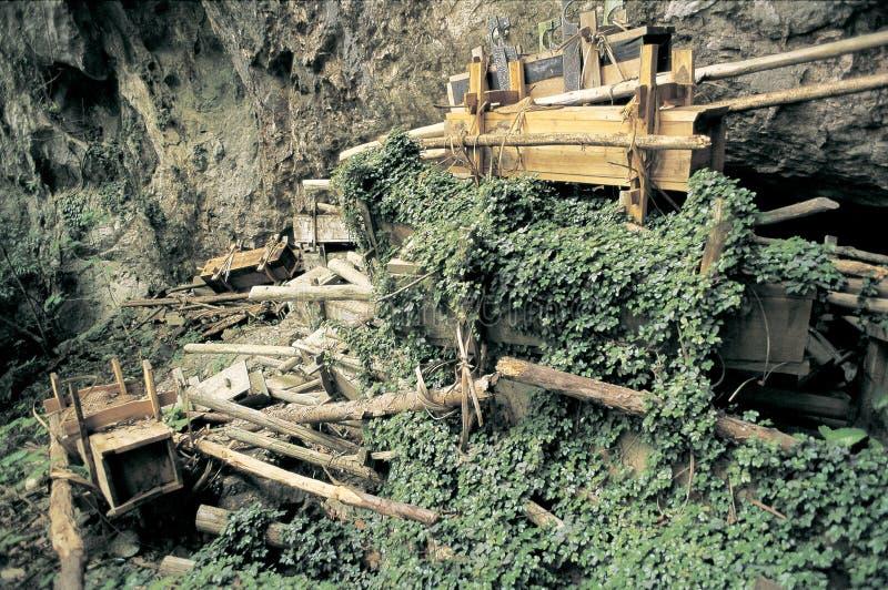 Download Os Túmulos De Hmong Na Caverna Foto de Stock - Imagem de china, chinês: 29839428