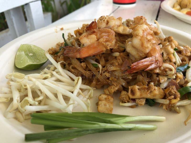 Os tailandeses tailandeses da almofada do alimento, agitam macarronetes da fritada foto de stock royalty free
