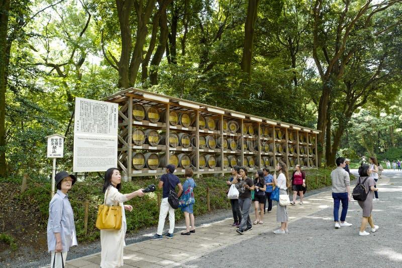 Os tambores de Borgonha de Fran?a foram doados ao Meiji-santu?rio, situado em Shibuya, T?quio fotos de stock