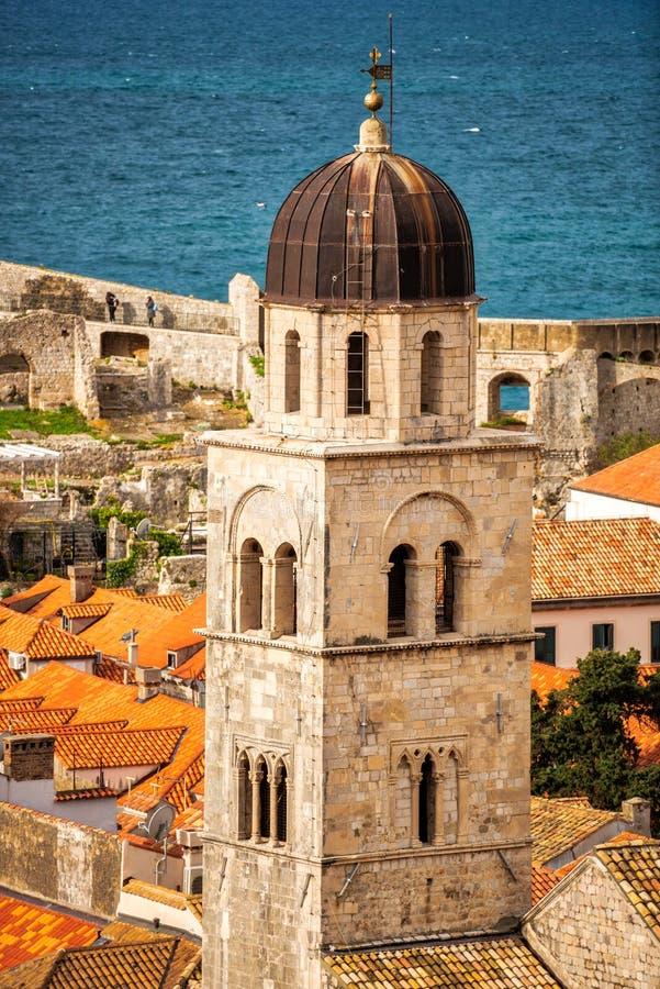 Os telhados telhados de Dubrovnik fotografia de stock