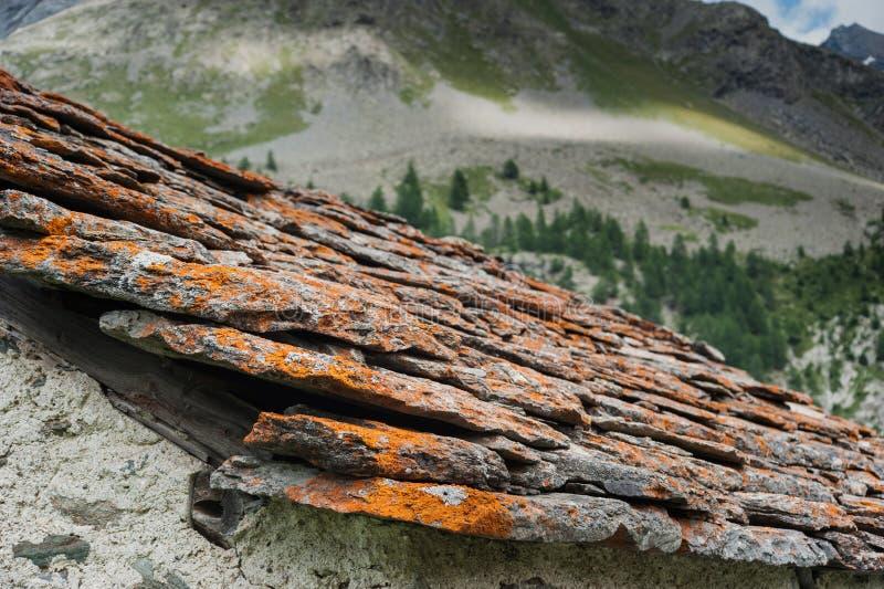 Os telhados de velho alpien a arquitetura imagens de stock