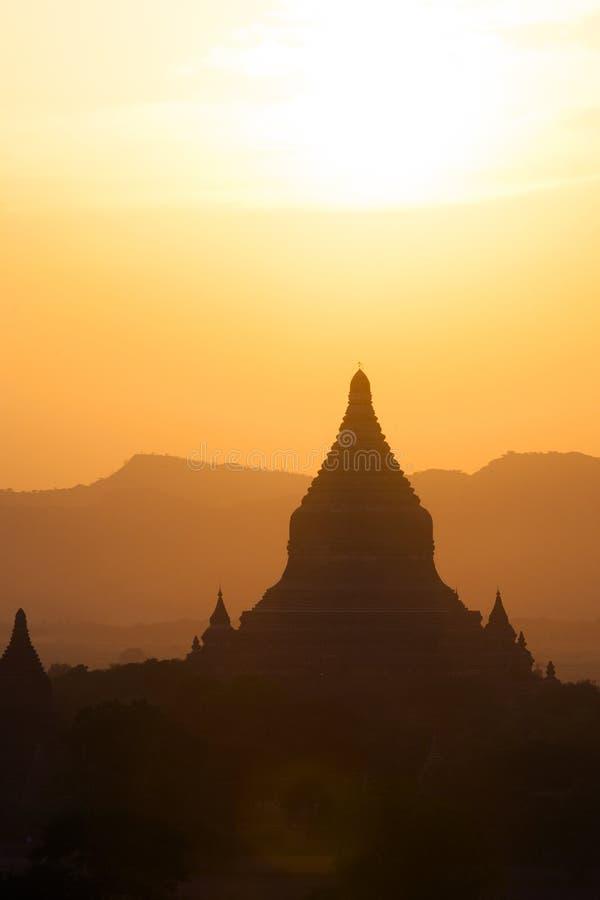 Por do sol do templo de Bagan fotografia de stock royalty free