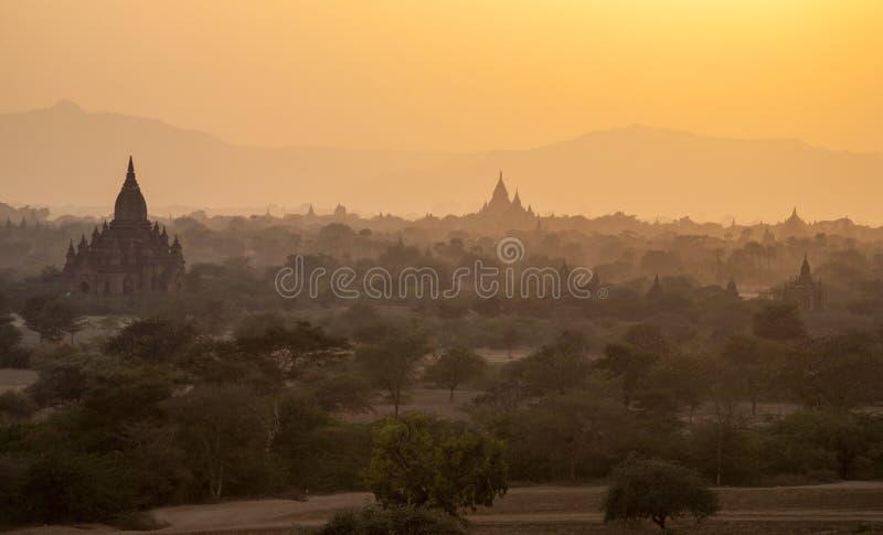 Templos de Bagan no por do sol foto de stock