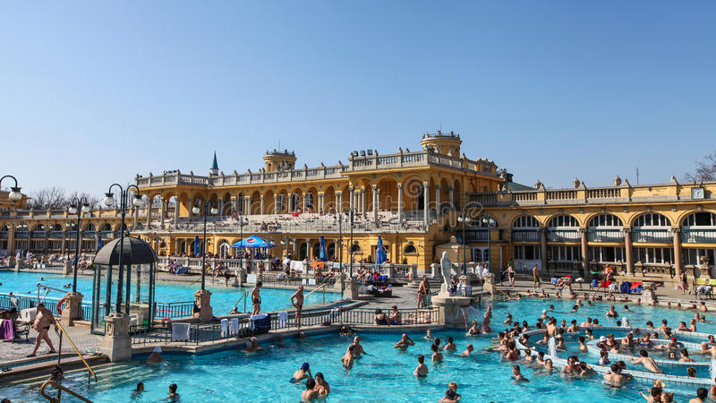Os termas de Szechenyi em Budapest imagens de stock