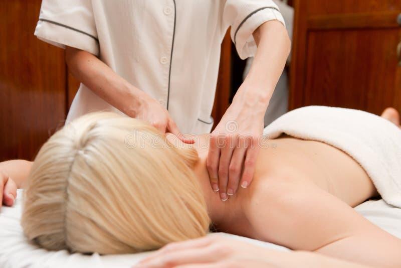 Os termas devem fazer massagens o detalhe imagem de stock royalty free