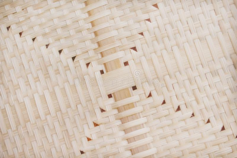 Os testes padrões do bambu da natureza tecem a textura com furo para o fundo foto de stock royalty free