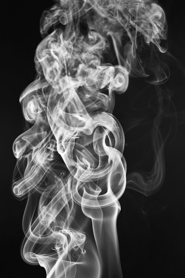 Os testes padrões e as formas elegantes do fumo fotografia de stock